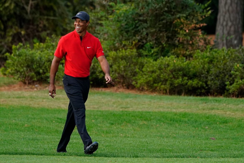 Zu Ehren von Tiger Woods: Golfstars tragen rot und schwarz